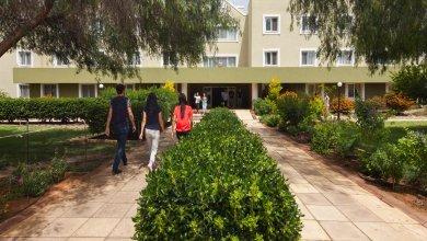 محوطه خوابگاه akdeniz دانشگاه مدیترانه شرقی قبرس
