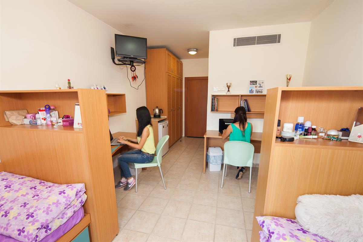 اتاق خوابگاه آکدنیز در دانشگاه قبرس