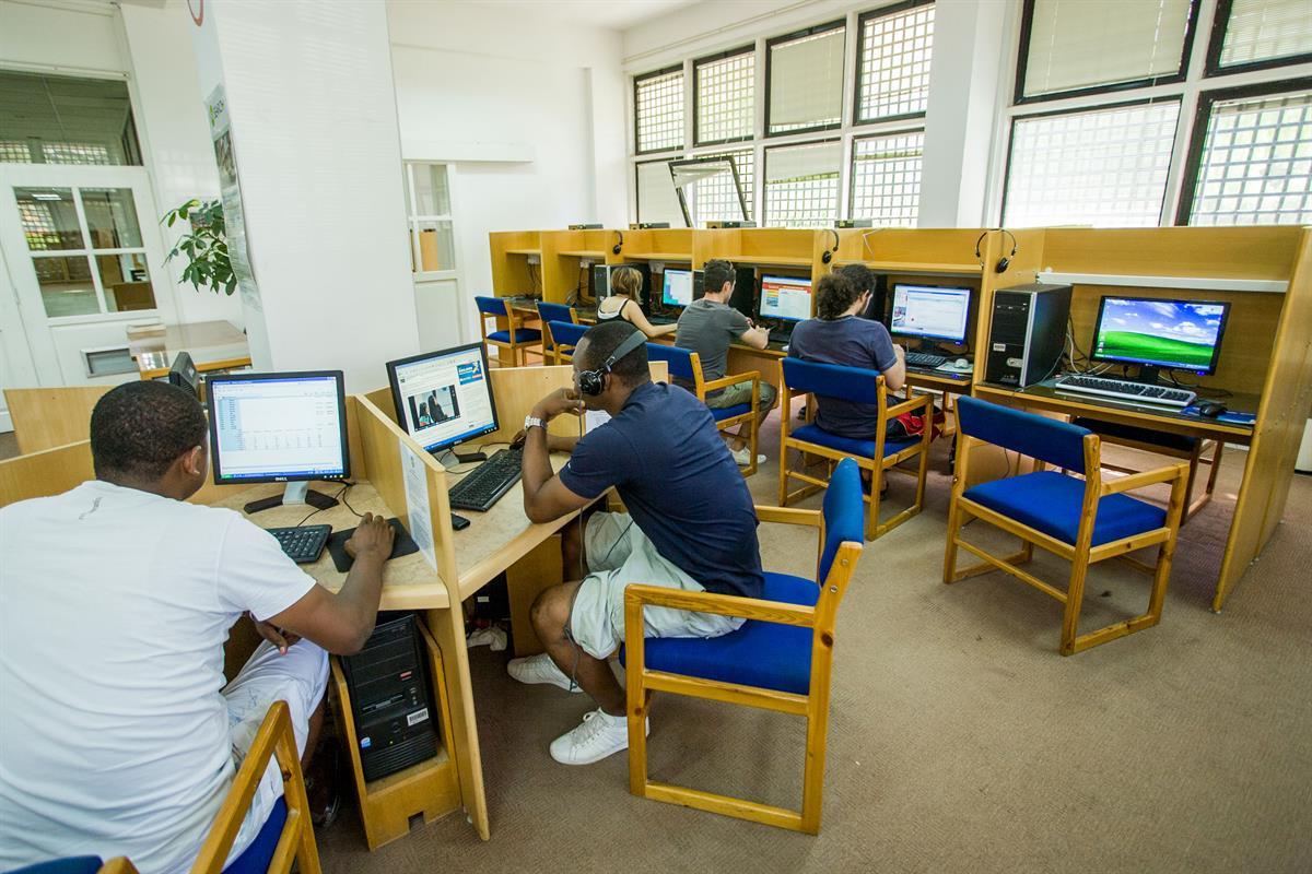 کتابخانه دانشگاه میترانه شرقی