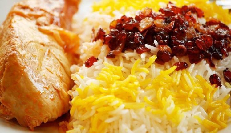 زرشک پلو با مرغ رستوران مرکز